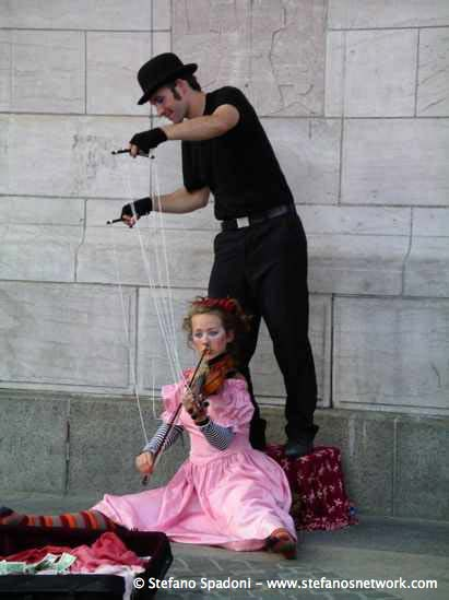 Puppet violinist at Central Park 3
